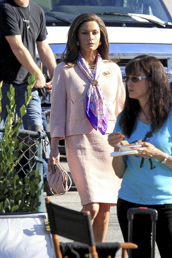 Catherine Zeta-Jones no set de filmagens do filme 'Rock oh Ages' em Los Angeles, nos Estados Unidos. (Foto: Honopix/ Agência)