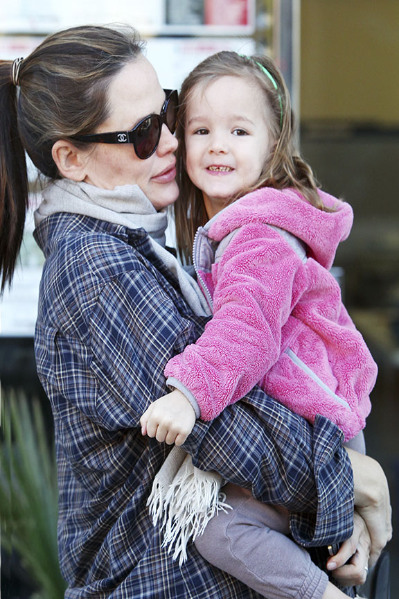 Jennifer Garner e a filha (Foto: Honopix)