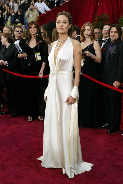 Angelina Jolie, linda em um sexy Marc Bouwer em 2004