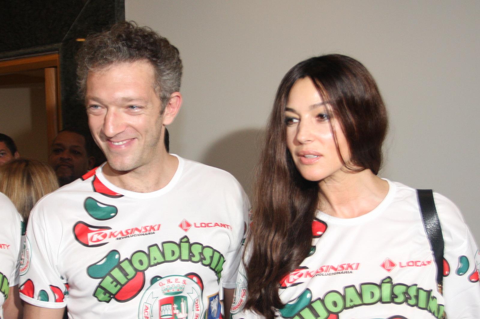 Monica Belucci e o marido, Vincent Cassel na feijoada da Grande Rio, neste domingo, 21, em um hotel na Zona Sul do Rio