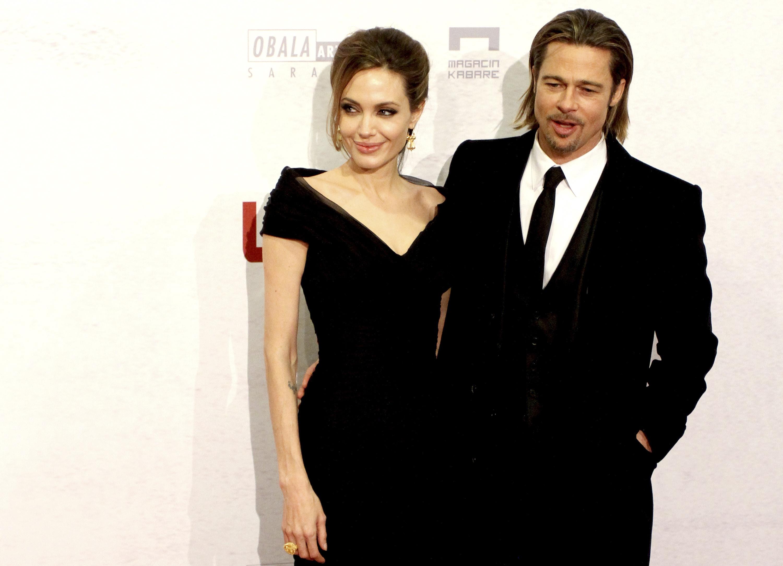 """Angelina Jolie e Brad Pitt se conheceram nas filmagens de """"Sr. e Sra Smith"""", em 2005, quando o ator ainda estava casado com Jennifer Aniston. O casal assumiu o romance no mesmo ano e, atualmente, têm seis filhos juntos"""