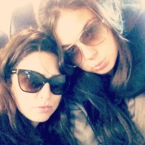 Fernanda Paes leme e Isis Valverde (Foto: Reprodução/Twitter)