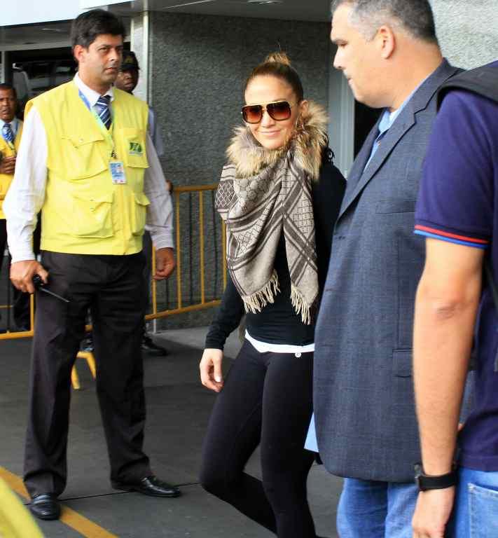 Jennifer Lopez desembarcou no Rio de Janeiro na manhã deste domingo, 19