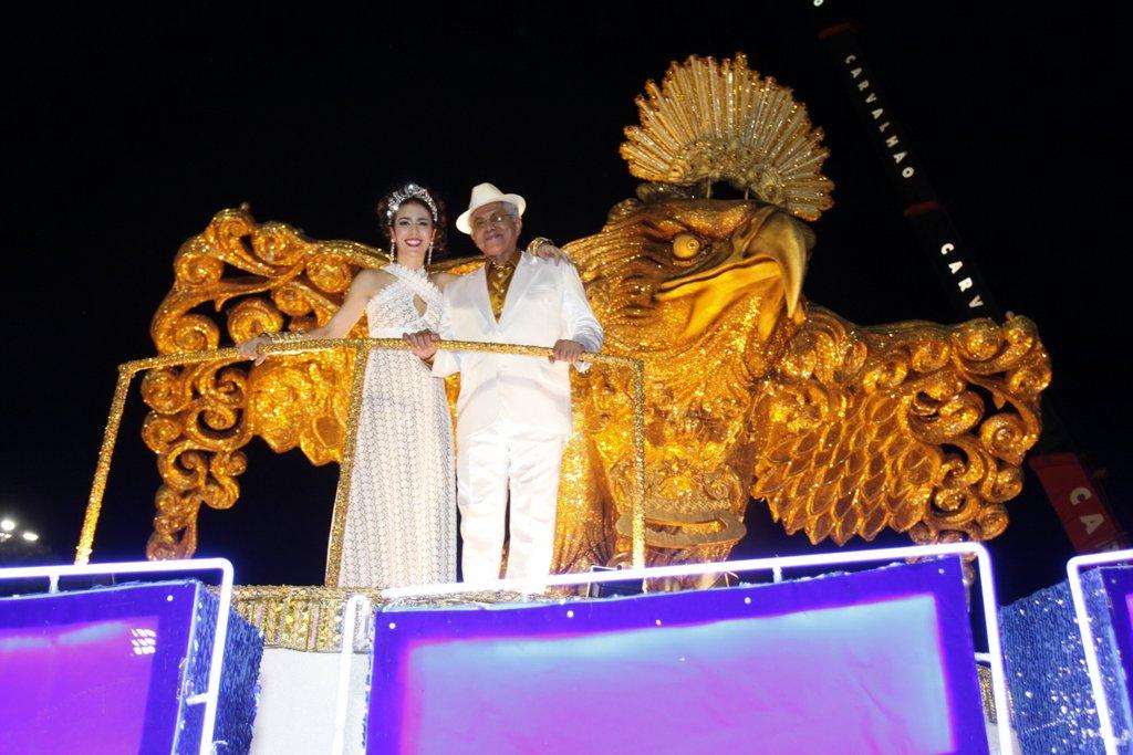 Marisa Monte e Paulinho da Viola como destaques do desfile da Portela (Marcos Serra Lima / EGO)