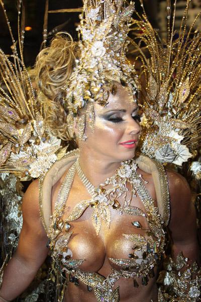 Viviane Araújo na concentração da Sapucaí (Foto: Marcos Ferreira / Photo Rio News)