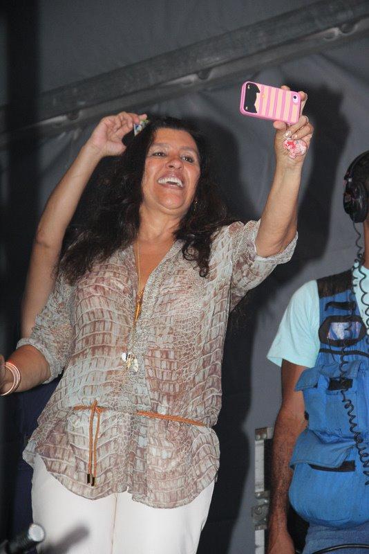 Regina Casé no show do Exalta (Foto: Vinícius Eduardo/Ag. News)