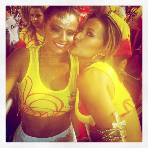 Sabrina Sato e Viviane Araújo (Foto: Reprodução/Twitter)