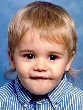 Justin Bieber completa 18 anos nesta quinta-feira, 1º de março. O cantor nasceu no Canadá e quando pequeno já chamava atenção pelo corte de cabelo. Fofo, não?