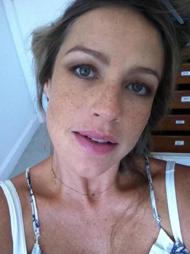 Luana Piovani posta fotos cuidando dos cabelos (Foto: Twitter / Reprodução)