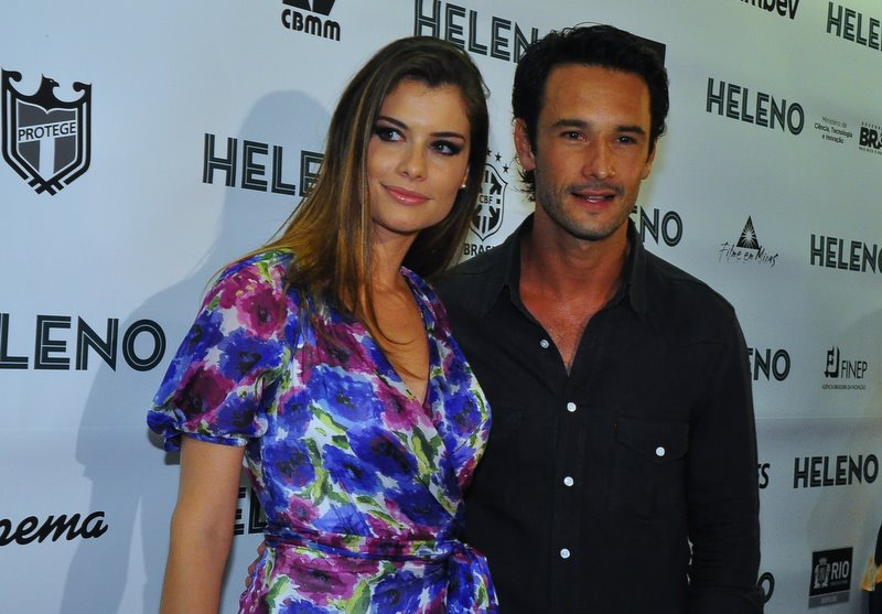 Alinne Moraes e Rodrigo Santoro na pré-estreia do filme 'Heleno', em um cinema no Leblon, na Zona Sul do Rio, na noite desta segunda-feira, 12