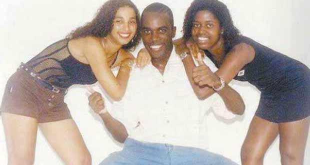 Valesca Popouzda (à esquerda) aos 17 anos de idade  (Foto: Reprodução/Internet)