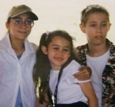 Miley Cyrus posta foto antiga no Twitter (Foto: Reprodução/Twitter)