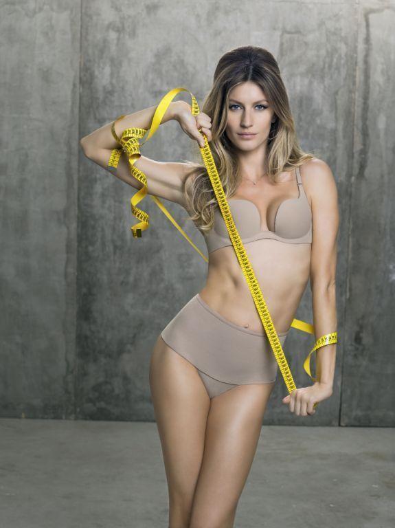 Gisele Bündchen posa para campanha de lingerie (Foto: Bob Wolfenson / Divulgação)