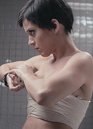 Katy Perry no clipe da música 'Part of Me' (Foto: Reprodução)