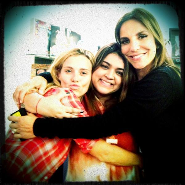Carolina Dieckmann, Preta Gil e Ivete Sangalo na casa de Preta no Rio (Foto: Twitter/ Reprodução)
