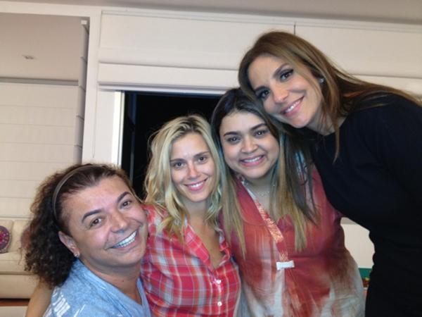 David Brazil, Carolina Dieckmann, Preta Gil e Ivete Sangalo na casa de Preta no Rio (Foto: Twitter/ Reprodução)