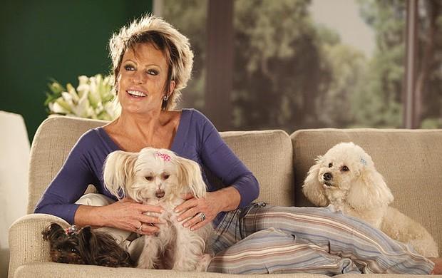 """Ana Maria Braga é conhecida por sua paixão por bichos. Os cachorros da apresentadora costumam ficar soltinhos no estúdio do programa """"Mais Você""""."""