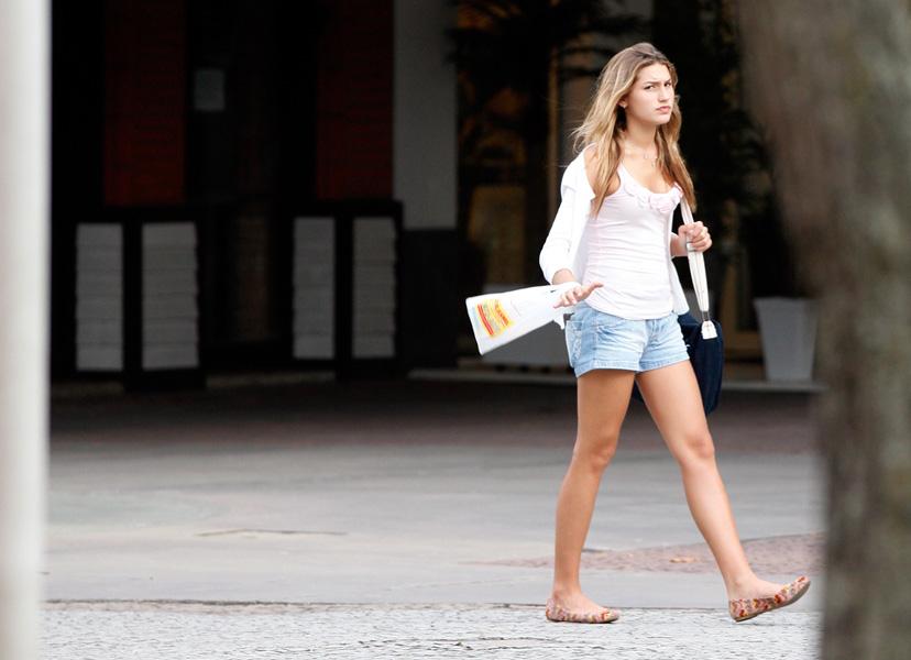Sasha passeia em shopping na Barra da Tijuca, na Zona Oeste do Rio, nesta terça-feira, 27