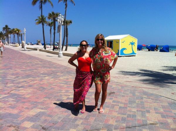 Susana Vieira e a ex-nora, Luciana Cardoso, em viagem nos EUA (Foto: Reprodução / Twitter)