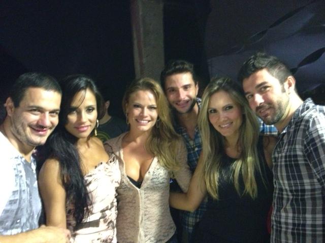 Ex-BBBS Rafa, Kelly, Natalia Casassola, Ronaldo, Josy e Cristiano em show em São Paulo (Foto: Divulgação)
