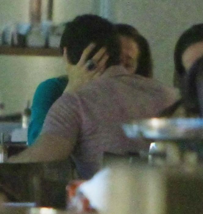 Nesta quinta-feira, 12, véspera do Dia do Beijo, Claudia Raia trocou beijos com o novo namorado Jarbas Homem de Mello