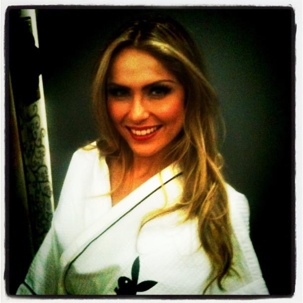 Renatinha se prepara para ensaio da Playboy (Foto: Twitter)