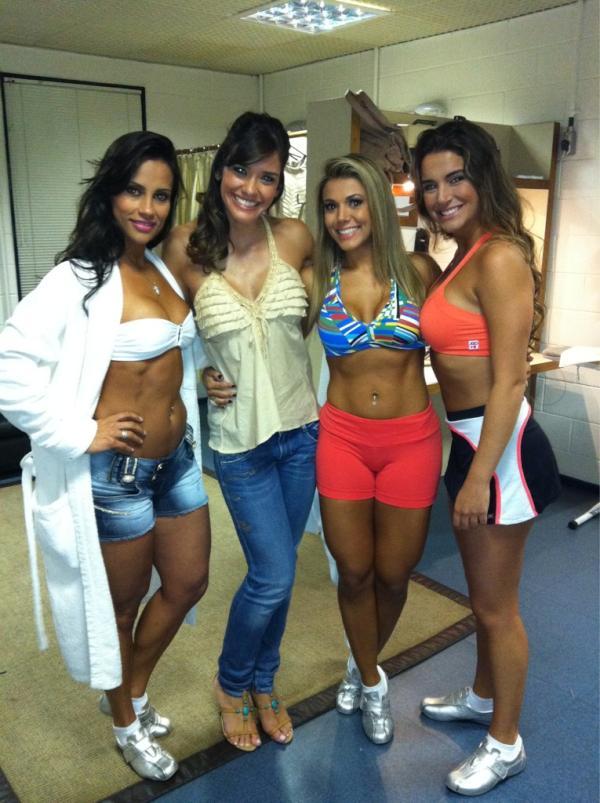 Talula posa com ex-BBBs nos bastidores de gravação do 'Aventuras do Didi': Kelly, Fabiana e Laisa (Foto: Reprodução / Twitter)