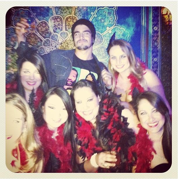 Caio Castro posta foto com mulheres (Foto: Reprodução / Instagran)