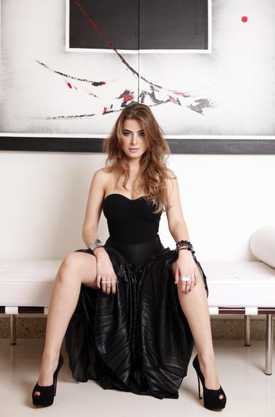 Rayanne tem 23 anos e é mineira de Jeceaba. Já foi Miss Minas Gerais e em 2009 ficou em segundo lugar no concurso Miss Brasil