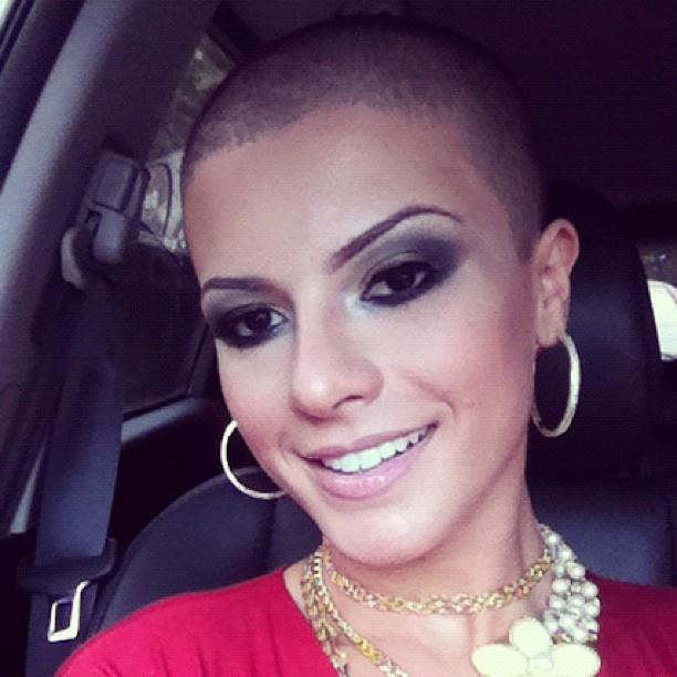 EGO - Ex-loira, Babi Rossi exibe fios pretos nascendo na cabeça ...