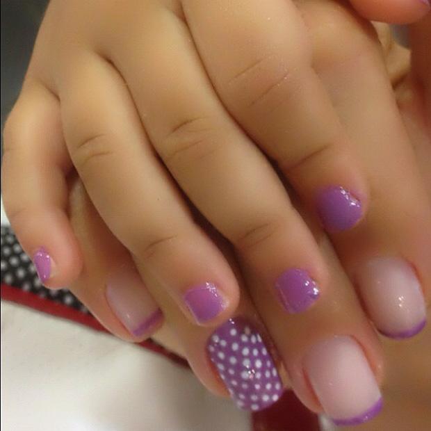 Scheila Carvalho posta foto com a mãozinha pintada da filha (Foto: Twitter / Reprodução)