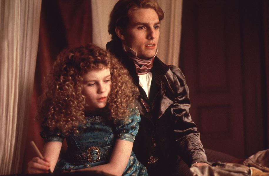 Kirsten Dunst fica famosa com 12 anos, ao interpretar a pequena vampira Claudia em 'Entrevista com o Vampiro' (1994), com Tom Cruise. Recebe vários prêmios e indicações por conta do papel