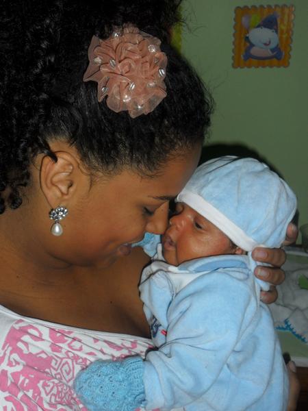 Ex-BBB Janaína é mãe pela primeira vez