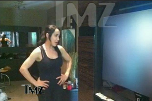 Nadya Suleman, a octomãe, assiste filme pornô para se inspirar na hora de filmar o seu (Foto: Reprodução/TMZ)