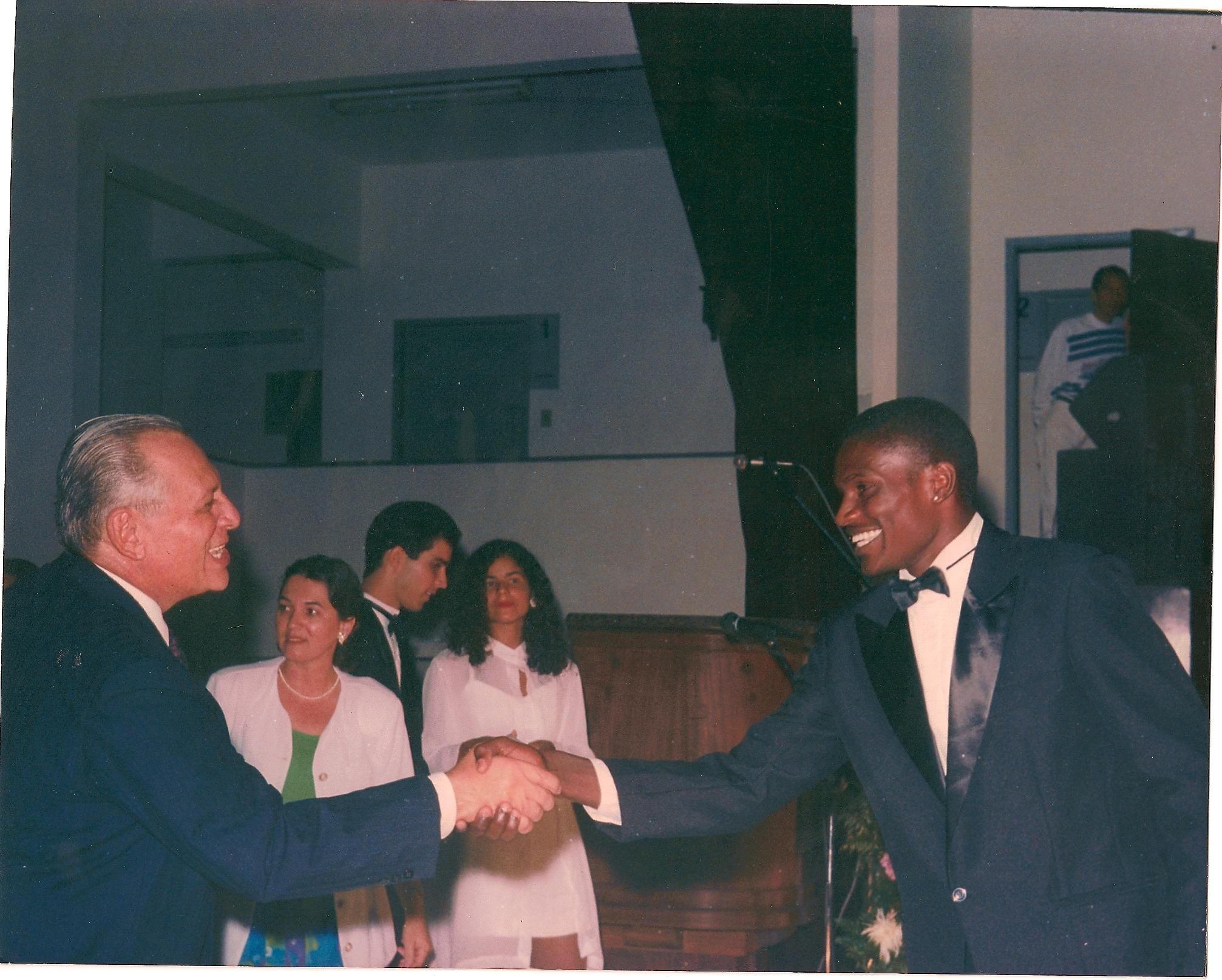 Edson Cardoso, o Jacaré, na formatura do curso de Eletrotécnica pela Escola Técnica Federal da Bahia, em 1993