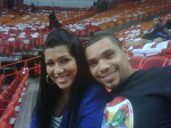 Naldo e Mulher Moranguinho em Miami (Foto: Twitter/Reprodução)