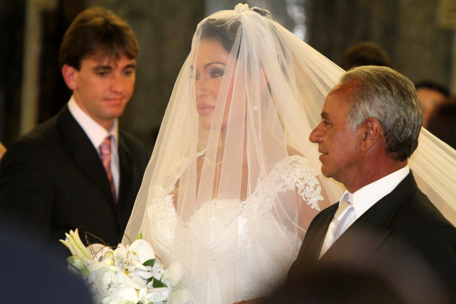 O véu cobriu todo o rosto da noiva
