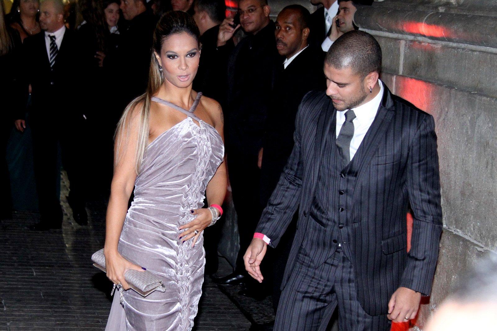 O cantor Diogo Nogueira com a mulher, Milena