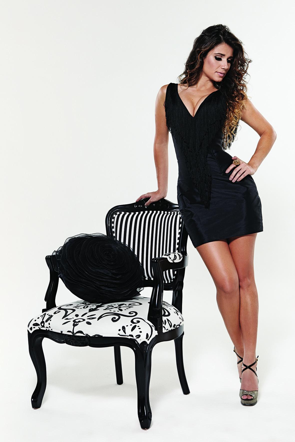 Paula Fernandes é adepta do visual sexy. Ela sempre valoriza o corpo com decotes ou peças curtinhas, que mostram as pernas