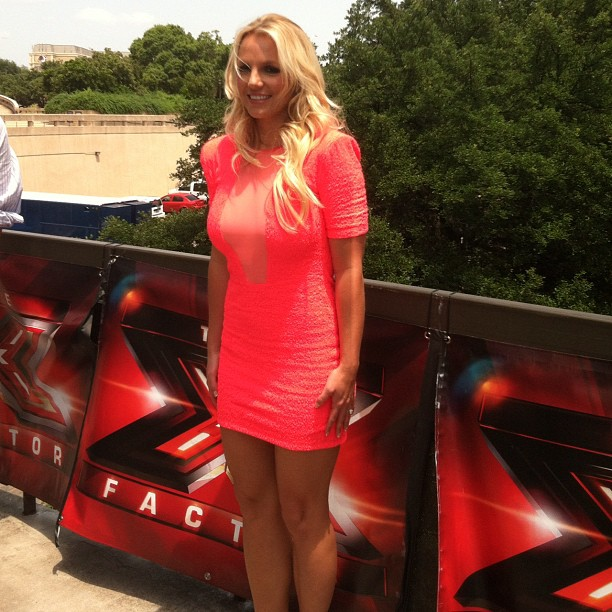 Britney Spears chega para a primeira audição do X-Factor (Foto: Reprodução/Twitter)