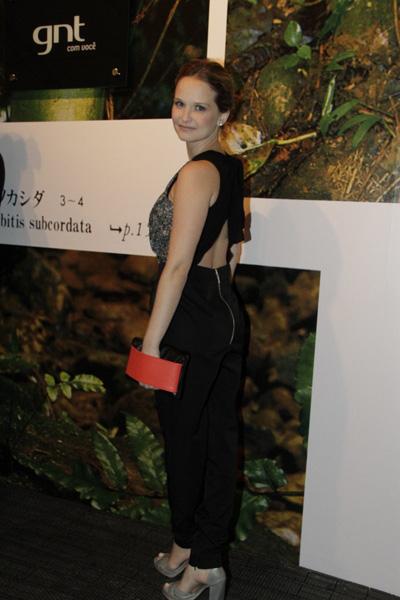Fernanda Rodrigues no Fashion Rio (Foto: Isac luz / EGO)