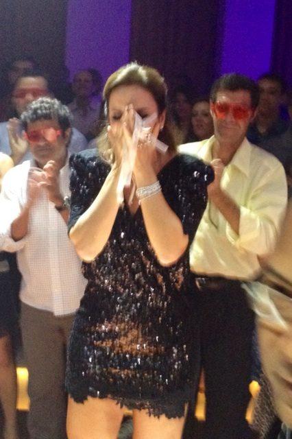 Ivete se emociona em festa surpresa (Foto: Reprodução/Twitter)