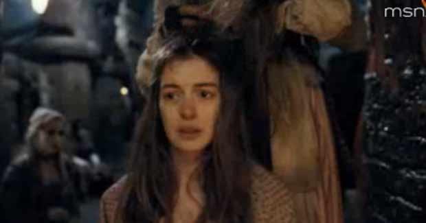Anne Hathaway em cena de 'Os Miseráveis' (Foto: Reprodução/YouTube)