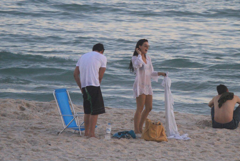 Os dois ficaram conversando na praia
