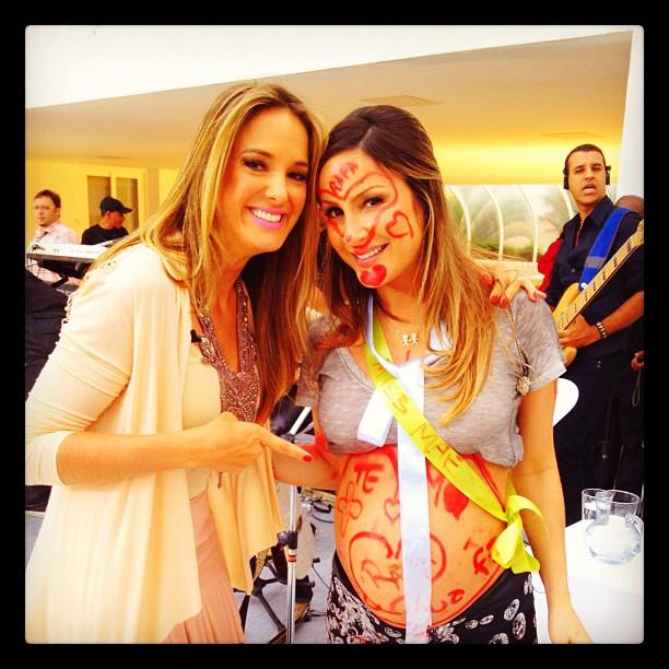 Ticiane Pinheiro e Claudia Leitte no chá de bebê da cantora (Foto: Reprodução / Twitter)