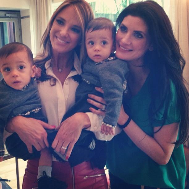 Isabella Fiorentino com dois de seus trigêmeos e Ticiane Pinheiro (Foto: Reprodução/Instagram)