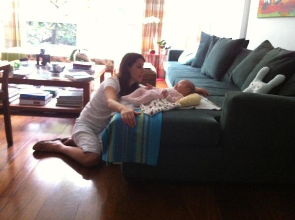 Luana posta foto da babá com Dom (Foto: Twitter)