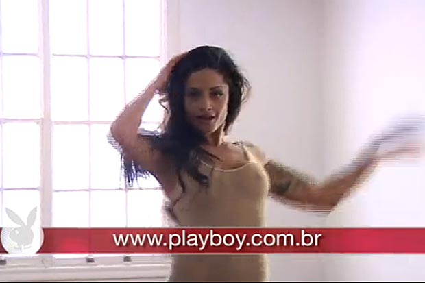 Playboy divulga making of do ensaio de Aline Riscado (Foto: Reprodução)