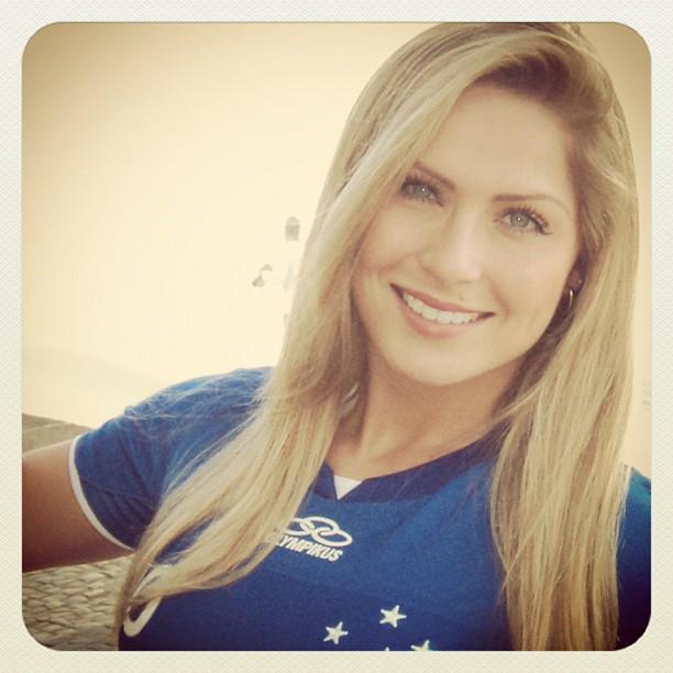 Ex-BBB Renatinha posa para a revista do Cruzeiro (Foto: Reprodução/Twitter)