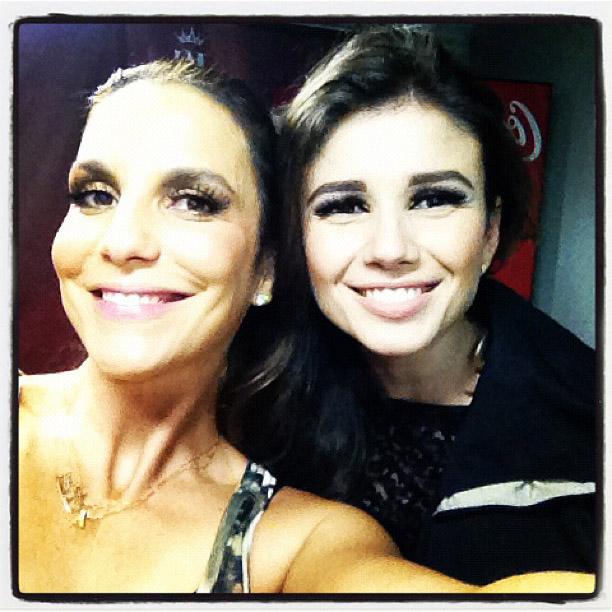 Ivete Sangalo posta foto no Twitter com Paula Fernandes (Foto: Reprodução / Twitter)